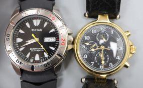A gentleman's modern gilt stainless steel Stauer automatic calendar wristwatch and a gentleman's