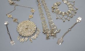 A quantity of assorted white metal jewellery.