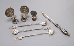 A pair of white metal Peacock menu supports (a.f.) and five other items.