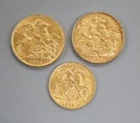 Two gold full sovereigns, 1910 and one gold half sovereign, 1913.