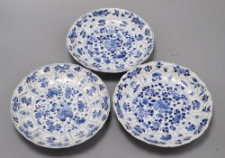 A set of three Chinese blue and white plates Diameter 20cm