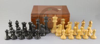 A Jaques & Son ebony and boxwood club sized Staunton pattern chess set, in mahogany box, kings 4.
