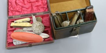 Approximately 22 various novelty pen knives, mother of pearl etc