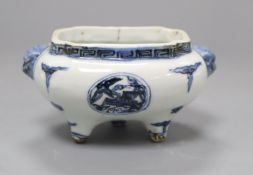 A Chinese blue and white tripod censer, Wanli-style L.13cm