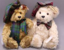 A Steiff Scottish bear, white, 32cm and a Scottish bear, blond 30cm