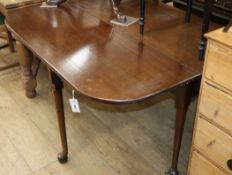 A drop leaf dining table W.122cm