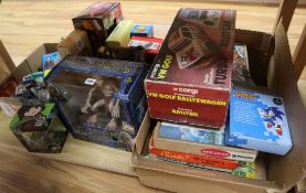 A quantity of mixed toys and puzzles including Lord of the Rings