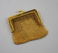 A small 9ct gold mesh link purse. 6cm