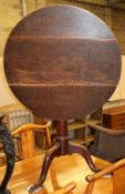 A George III circular oak tilt top tea table, diameter 78cm, H.78cm