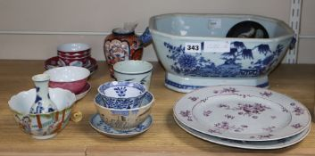A mixed group of Chinese ceramics