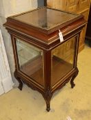 An Edwardian gilt metal mounted mahogany vitrine/bijouterie cabinet, W.56cm, D.55cm, H.