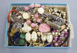Mixed costume jewellery including Mexican 925 items.