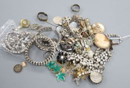 A group of assorted costume jewellery.