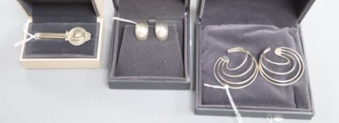 Allan Scharff for Georg Jensen, a pair of sterling silver 'Alliiance' earrings, No. 555 and two