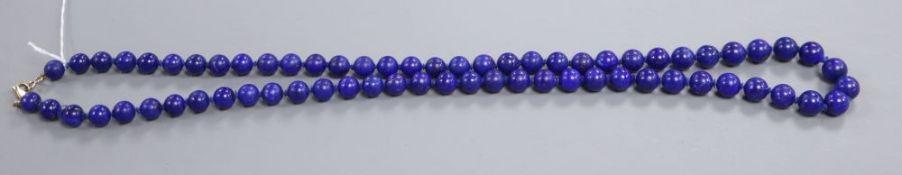 A lapis lazuli circular bead necklace, 92cm.