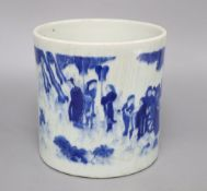A Chinese blue and white brushpot, height 18cmCONDITION: There is heavy discoloured crazing