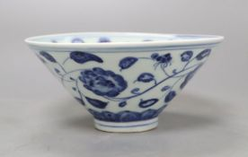 A Chinese blue and white bowl, diameter 15cmCONDITION: There are typical minor flaws in the