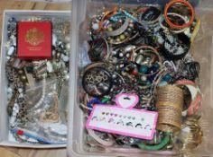 A quantity of costume jewellery.