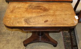 An early Victorian rosewood folding card table, W.91cm, D.45cm, H.72cm