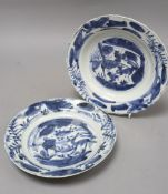 A pair of Chinese Kraak blue and white plates, Ming, diameter 20.5cm