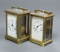 Two lacquered brass carriage timepieces, tallest 12.5cm with handle down