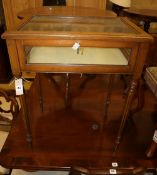 An Edwardian inlaid mahogany bijouterie table, 60 x 45cm