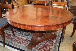 A large circular hall table (no bolts), width 122.5cm, depth 122.5cm, height 72.5cm