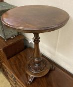 A Victorian mahogany circular topped wine table, 54cm diameter, height 59cm
