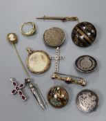 Mixed jewellery including two 9ct bar brooches, 585 pendant and ring, tortoiseshell pique brooch,