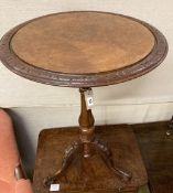 A Victorian burr walnut circular topped wine table, 50cm diameter, height 67cm