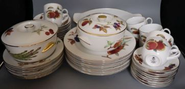 A group of Royal Worcester Evesham pattern part tea and dinner wares