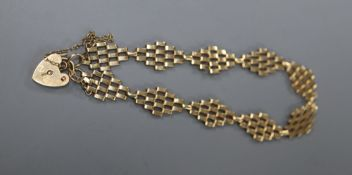 A 9ct yellow gold flexible link bracelet with padlock clasp, 5 grams.