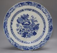 An 18th century Chinese export blue and white porcelain charger, 35cmCONDITION: Structurally good;