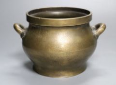 A Chinese bronze censer, height 11.5cm