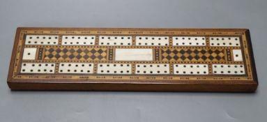 A Victorian Tunbridge Ware cribbage board, 25cm