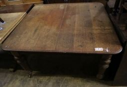 A Victorian oak extending dining table, 185cm extended (one spare leaf), width 120cm height 72cm