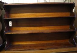 A Victorian mahogany graduated bookcase, width 107cm depth 20cm height 72cm