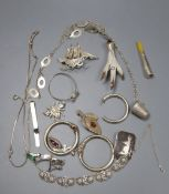 Assorted white metal jewellery, claw brooch etc.