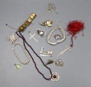 Mixed jewellery including garnet necklace, etc.