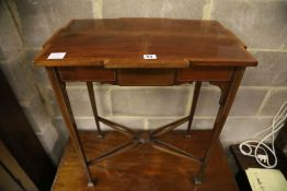 An Edwardian mahogany occasional table, width 61cmCONDITION: A little dusty but otherwise good