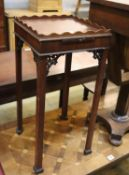 A George III mahogany kettle stand, width 30cm, depth 30cm, height 63cm