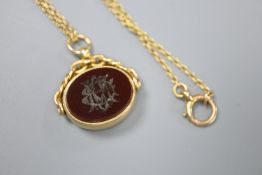 A late Victorian 18ct gold, carnelian and bloodstone set spinning fob seal, on a 15ct chain, seal