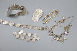 A stylish 925 brooch, silver monument bracelet, charm bracelet etc.