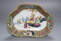 An early 19th century Cantonese supper dish, painted with sages, 27cm