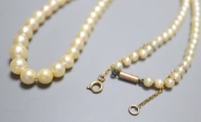 A single strand graduated cultured pearl necklace with 9ct barrel clasp, 39.5cm.