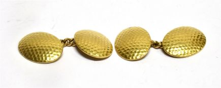 A PAIR OF 18CT GOLD OVAL CHAIN LINKED CUFFLINKS with hammered finish, stamped to each section
