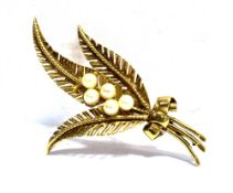 A 9CT GOLD FERN LEAF SPRAY BROOCH three fern leaves with five small cultured pearls to centre,