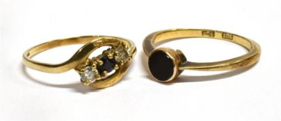 A 9CT GOLD SAPPHIRE AND WHITE CUBIC ZIRCONIA THREE STONE RING the crossover twist front to