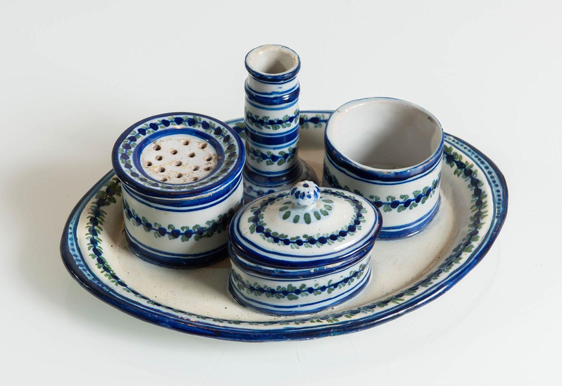 Los 52 - Calamaio in ceramica bianca e blu, Faenza, XIX sec.