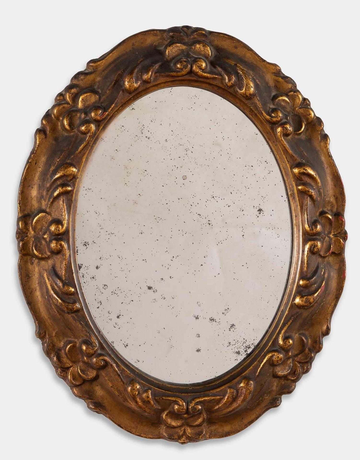 Los 33 - Specchierina ovale in legno intagliato, inizio del XX sec.